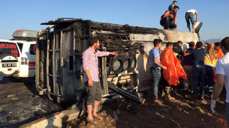 Polis servisine bombalı araçla saldırı: 6 şehit